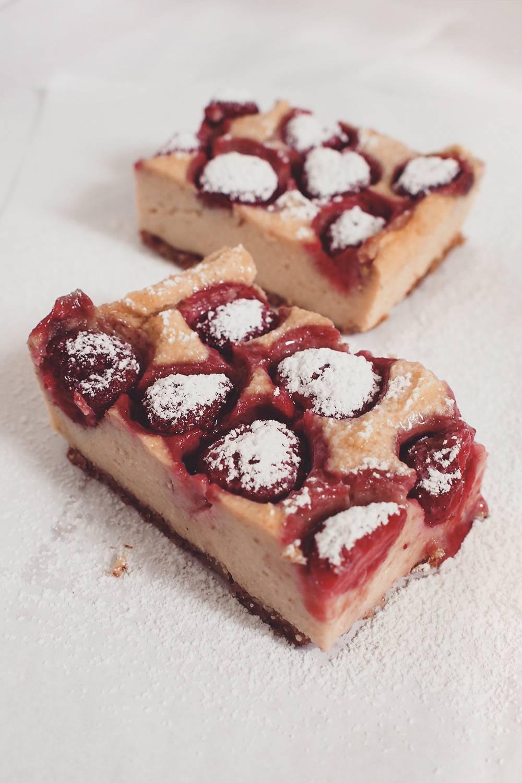 ciasto jaglane z truskawkami